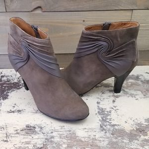 Sofft Suede Taupe Ankle Boots Side Zip size 8M